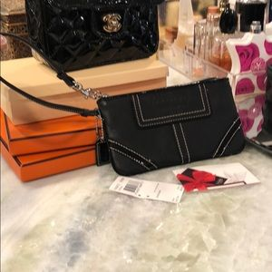 New with tags Coach Wristlet Black/Patent leather
